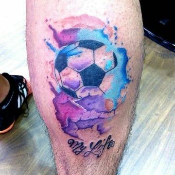 tatuajes de un balon de futbol a color