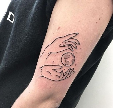 tatuajes del planeta tierra en el brazo