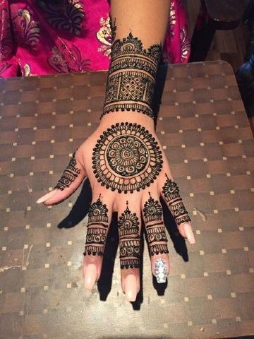 como cuidar un tatuaje de henna en la mano
