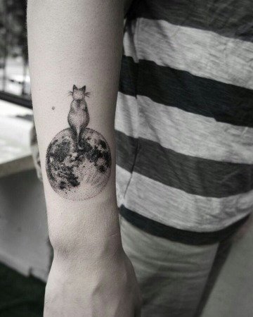 fotos de tatuajes de gatos y lunas