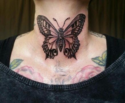 gotos de tatuajes de mariposas en el cuello