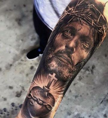 tatuajes de cristo en el antebrazo cristianos