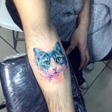 tatuajes de gatos en acuarela en el antebrazo