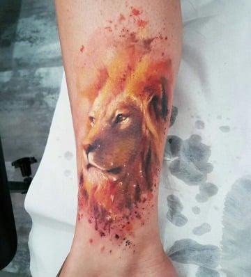 tatuajes de leones a color para hombres