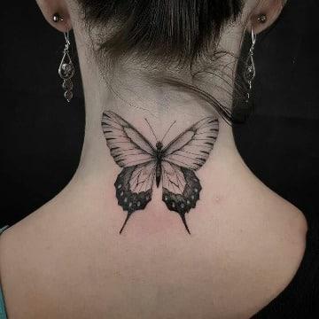 tatuajes de mariposas en el cuello para mujer