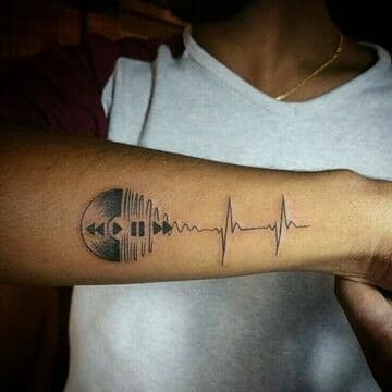 tatuajes de musica para hombre en el antebrazo
