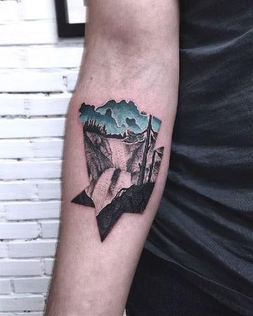 tatuajes de paisajes en el antebrazo para hombres
