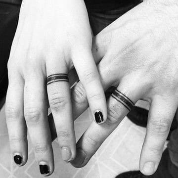 fotos de tatuajes de anillos para parejas