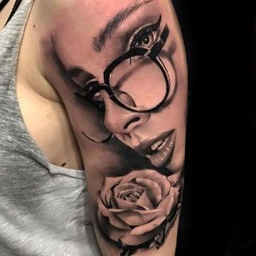 fotos de tatuajes realistas modernos