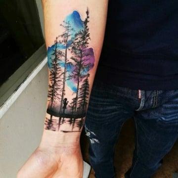tatuajes de colores para hombres en el antebrazo