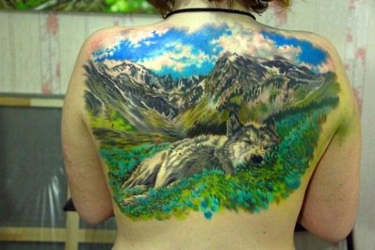 tatuajes de paisajes en la espalda para mujer