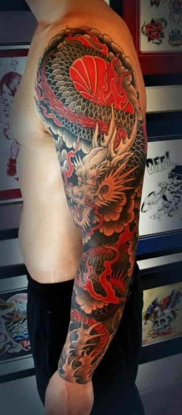 fotos de tatuajes de dragones chinos en el brazo