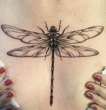 imagenes de tatuajes de libelulas en la espalda