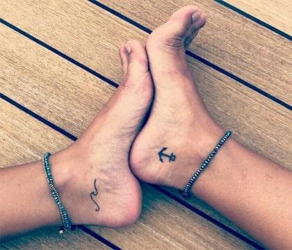 fotos de tatuajes de anclas en mujeres