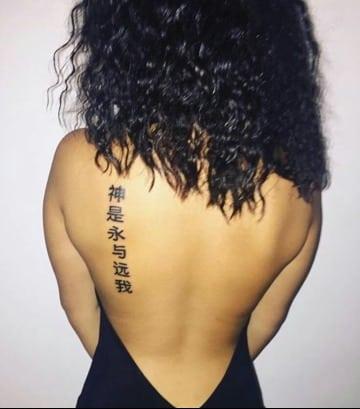 letras chinas en la espalda Parra mujeres