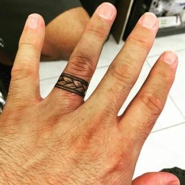modelos de tatuajes de anillos para hombres