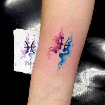 tatuajes de signo piscis acuarela