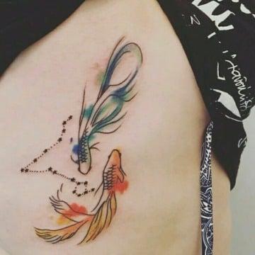 tatuajes de signo piscis para mujeres