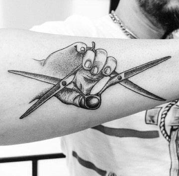 tatuajes de tijeras de estilista para hombres