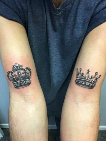 diseños de tatuajes de coronas para hombres