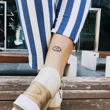 fotos de tatuajes de ojos para mujeres