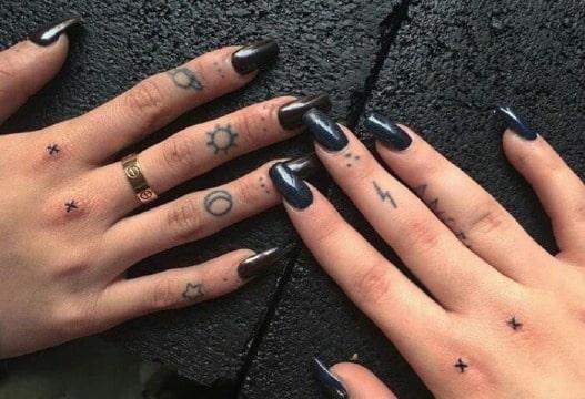 imagenes de tatuajes en los dedos para mujer