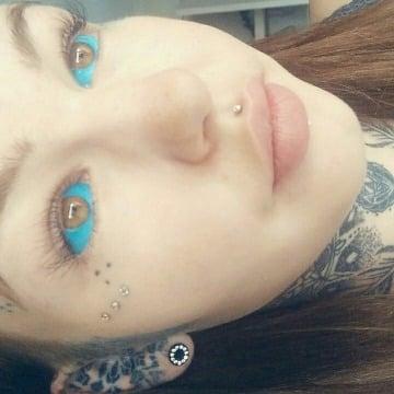 ojos tatuados por dentro mujer