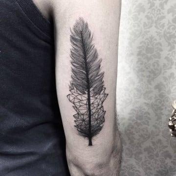 tatuajes de plumas para hombres geometrico