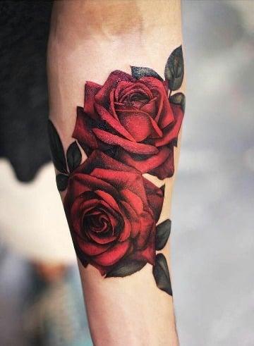 tatuajes de rosas realistas para hombres