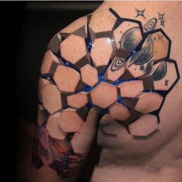 tatuajes en 3d para hombres en el hombro