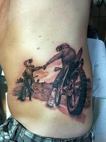 tatuajes de padre e hijo en moto