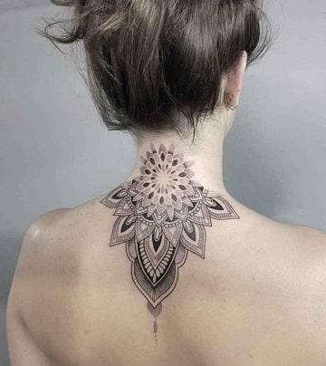 tatuajes en el cuello mujer mandala