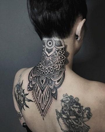 tatuajes en el cuello mujer nuca