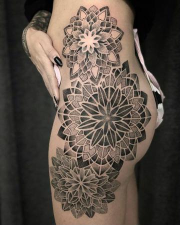 tatuajes en la cadera para mujeres mandala