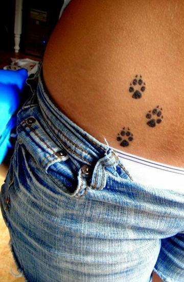 tatuajes en la cadera para mujeres pequeños