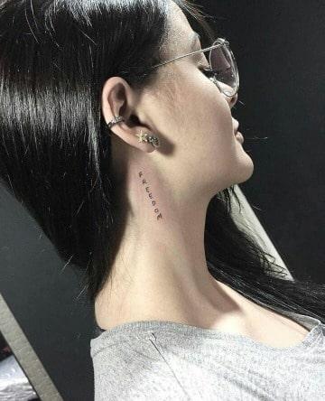 diseños de tatuajes en el cuello para mujer