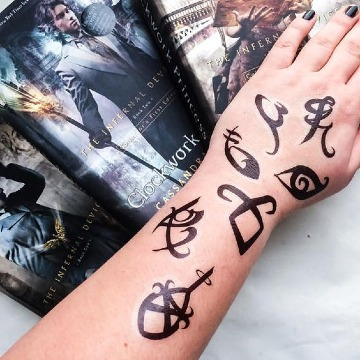 los mejores tatuajes de cazadores de sombras