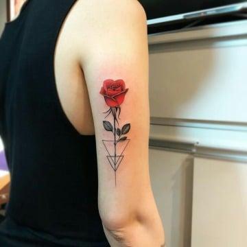 originales tatuajes de rosas en el brazo