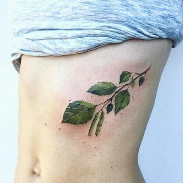 tatuajes de hojas de arboles para hombre