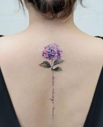 diseños de tatuajes de flores en la espalda