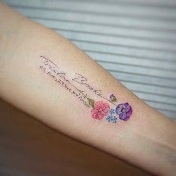 imagenes de tatuajes con flores y letras