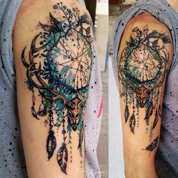 tatuajes atrapasueños para hombres en el brazo