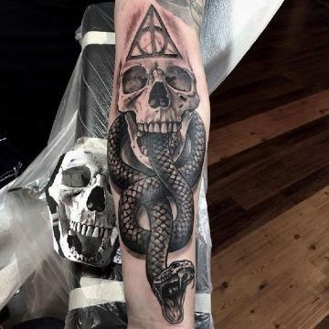 tatuajes de calaveras con serpientes para hombres