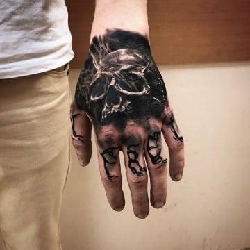 diseños de tatuajes de calaveras en la mano