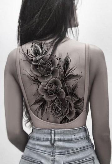 diseños de tatuajes de rosas en la espalda