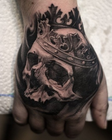 fotos de tatuajes de calaveras en la mano