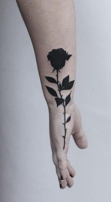 fotos de tatuajes de rosas negras