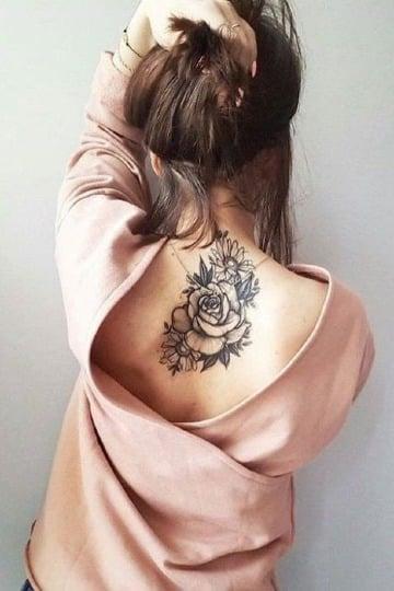 imagenes de tatuajes de rosas en la espalda