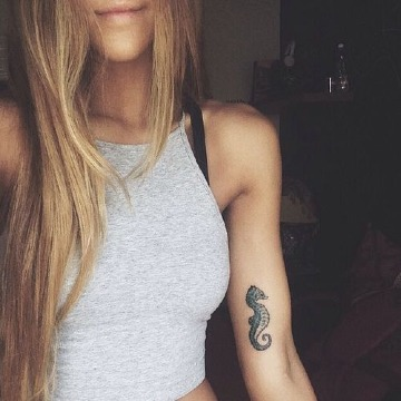 tatuajes de caballitos de mar para mujer