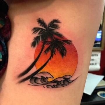 tatuajes de palmeras y playa para hombres